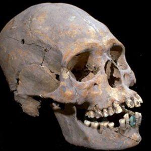 В пирамидата  Теотиуакана е немерен череп с нефертитови зъби!
