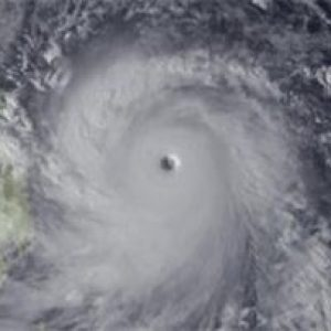Тайфуна Меги причинява хаос – Уникално Видео