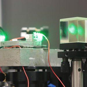 Заредиха мобилен телефон на  разстояние от 1,5 км. с помощта на лазер.