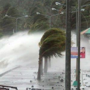 """Тайфуна """"Сарика"""" удари Китай – Видео"""