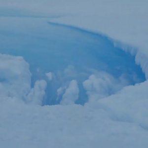 В Антарктика, е наблюдаван мистериозен гигантски прорез