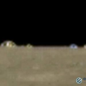 Уфолог откри на Луната цял град с постройки в различни цветове
